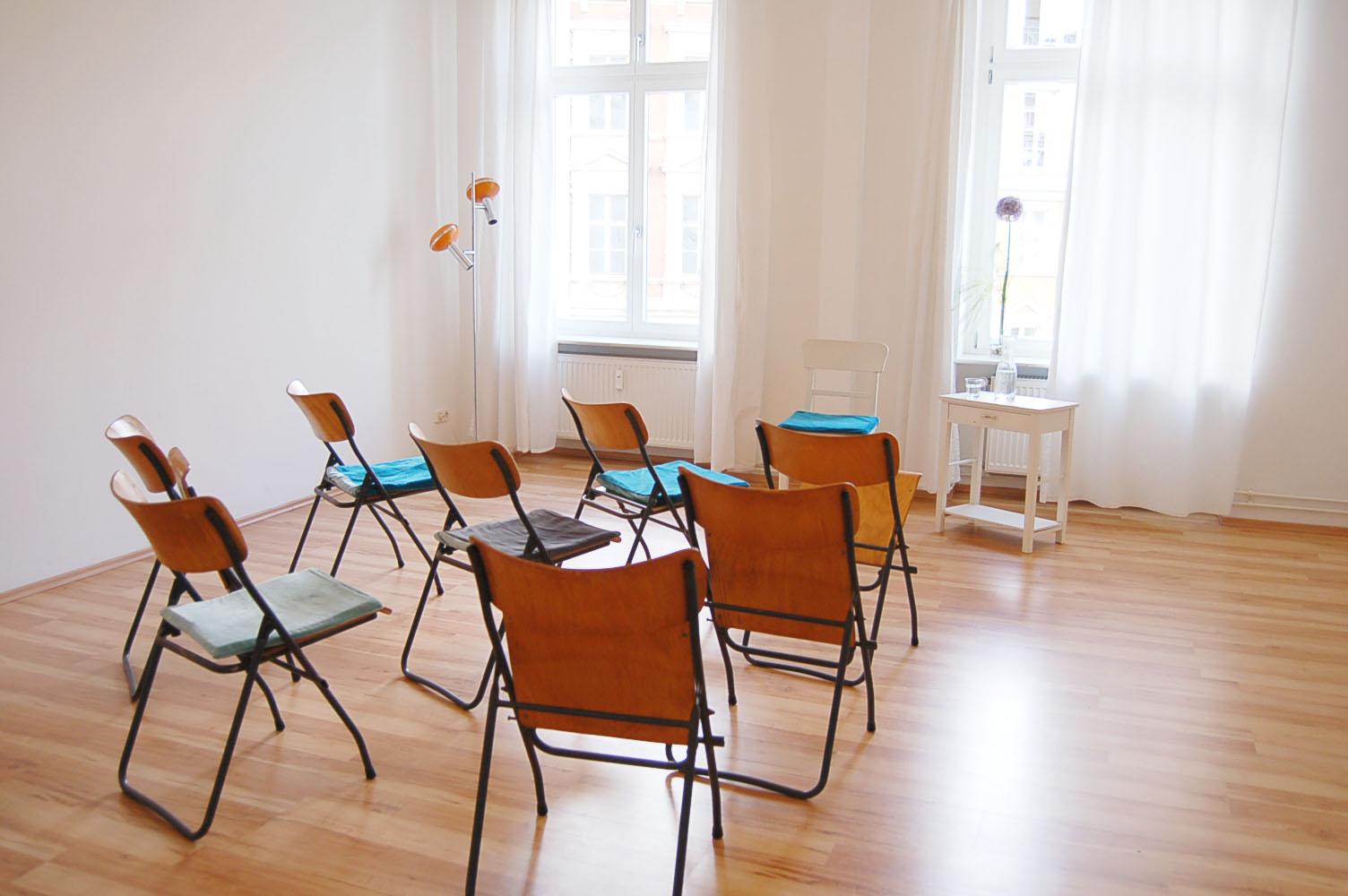 nutzungsm glichkeiten koerperraum mitte. Black Bedroom Furniture Sets. Home Design Ideas